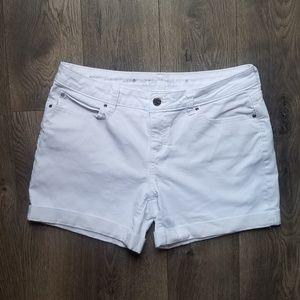 Jennifer Lopez boyfriend white denim short